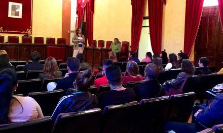 La alcaldesa de La Carolina se reúne con los contratados por el Emple@Joven y el Emple@30+