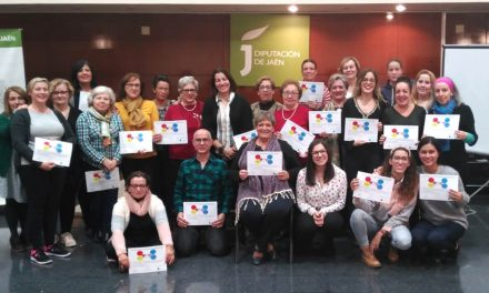 Una treintena de personas participan en un taller de inteligencia emocional