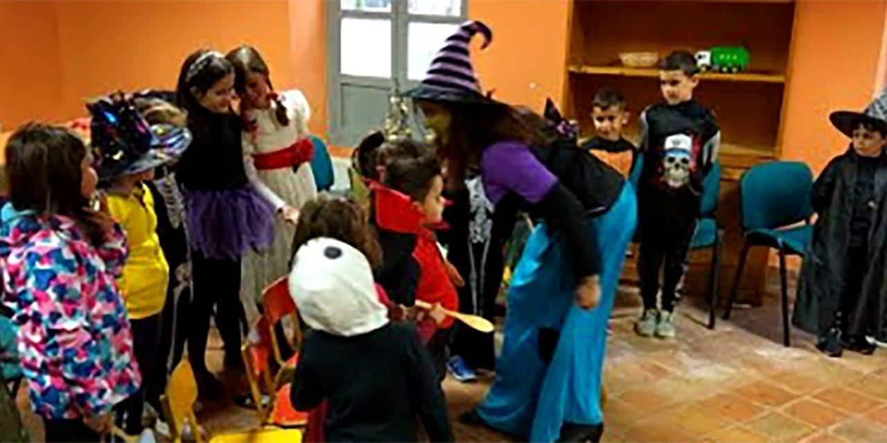 Veinticinco menores se convierten en aprendices de brujo para celebrar Halloween