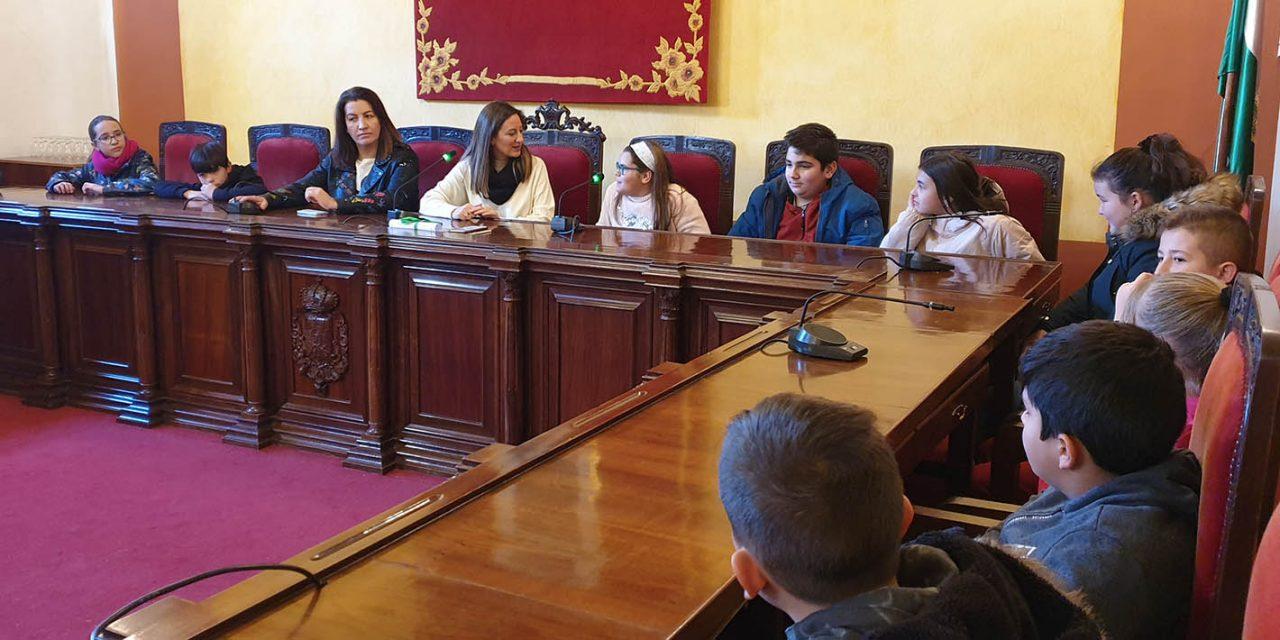 El Ayuntamiento se abre a los escolares por el Día de la Constitución