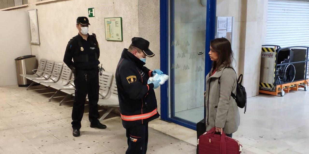 El Gobierno ha comenzado hoy el reparto de las mascarillas para trabajadores que utilizan el transporte público en la provincia