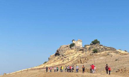 Senderismo e historia se funden en la visita guiada al Castillo de Navas de Tolosa